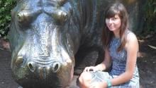 Carina im Alter von 15 Jahren auf einer Klassenfahrt im Berliner Tiergarten