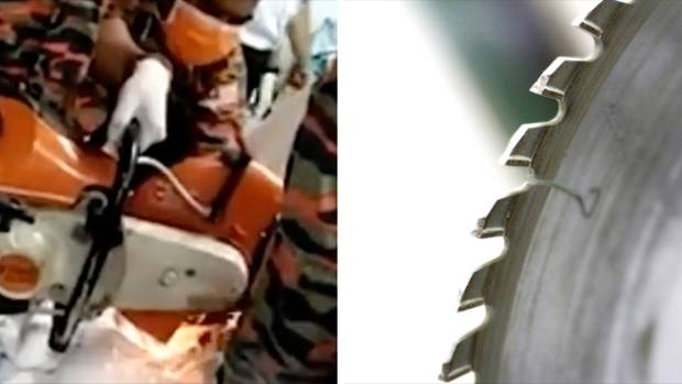 Mit einer Motor-Kreissäge beugt sich ein Mann über den Schritt eines mit weißen Tüchern bedeckten 16-Jährigen