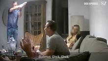 Der ehemalige österreichische Vizekanzler Heinz-Christian Strache spricht in einer Villa auf Ibiza mit der angeblichen Nichte eines russischen Oligarchenüber Parteispenden, die Übernahme der Kronen Zeitung und die Vergabe von Staatsaufträgen.