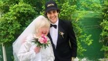 Ein Hoch auf ein Brautpaar! Hier frisch vermählt in Vegas.