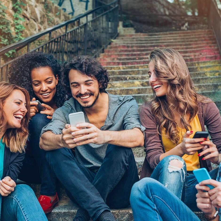 Beste Geräte aus zwei Jahren: Lange Laufzeit, scharfe Knipse: Warentest nennt die besten fünf Smartphones für jede Nutzung