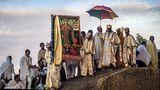 Pilger in aller Welt: Bilder voller Würde und Hingabe von Chris Roche