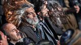 Iran / Derwisch-Tänze  Einst, so glauben die Kurden der Zagros-Berge, verheiratete der König von Bokhara seine Tochter mit dem weisen Heiligen Pir Shalyar – aus Dank für dessen Hilfe in Hungerzeiten. Bis heute feiert das Dorf Uramantakht dieses Datum, mit der Suppe Veloshin, Gebeten und ekstatischen Tänzen durch die Nacht.