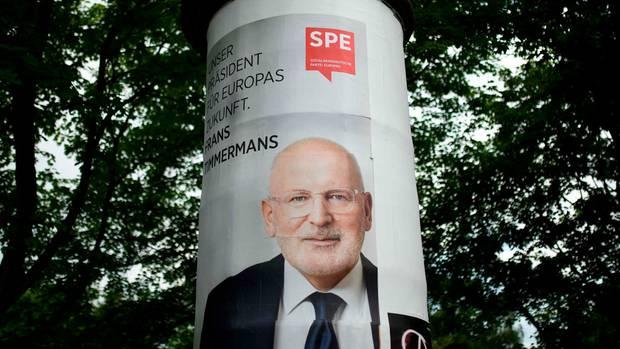Ein Wahlplakat mit dem dem Spitzenkandidaten der europäischen Sozialdemokraten, dem Niederländer Frans Timmermans
