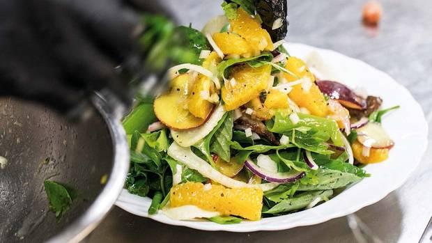 Salat mit Orange, Nektarine und Kalbsbries im M25