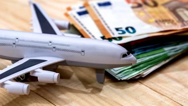 Wer einen Koffer aufgibt, muss fast immer zahlen: Billigflieger Easyjet verlangt34,77 Euro pro Gepäckstück.