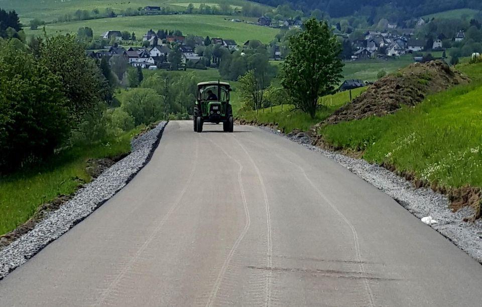 nachrichten deutschland traktorfahrer ruiniert straße