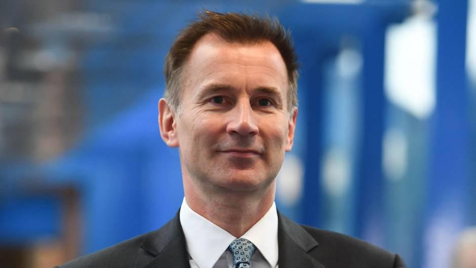 Jeremy Hunt lächelt verhalten