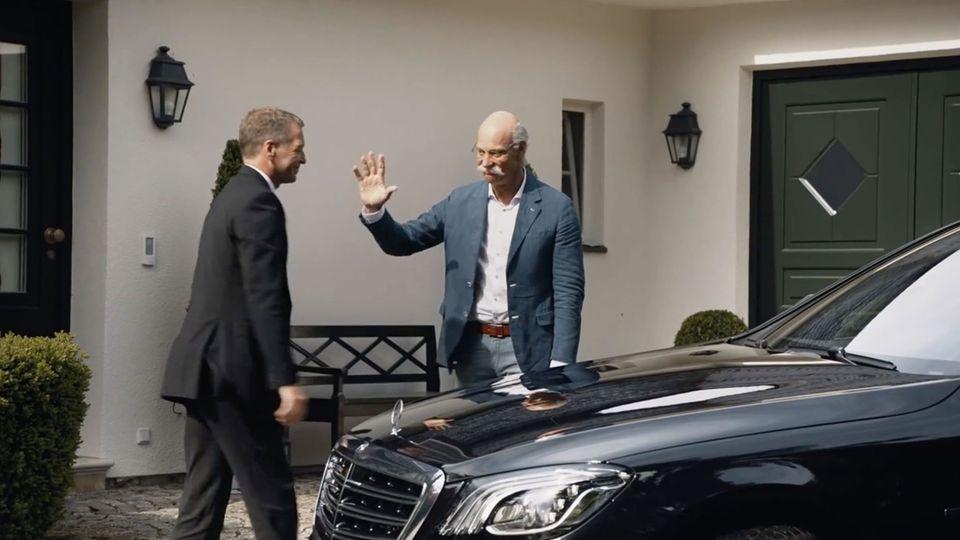 Im Abschiedsvideo von BMW fürdenscheidendenFirmenchef von Daimler mimtein Schauspieler den 66-Jährigen.