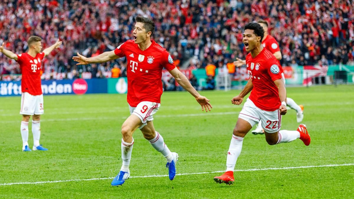 """DFB-Pokal: """"Für eine Umbruchsaison – megagut"""" – so feiern die Fans den überragenden Sieg der Bayern"""
