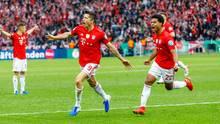 Robert Lewandowski (Mitte) erzielte nach rund 30 Minuten die Führung für den FC Bayern München