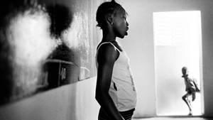 In Afrika ziehen Mädchen in die Städteund die Camps der Bergarbeiter (Symbolbild)