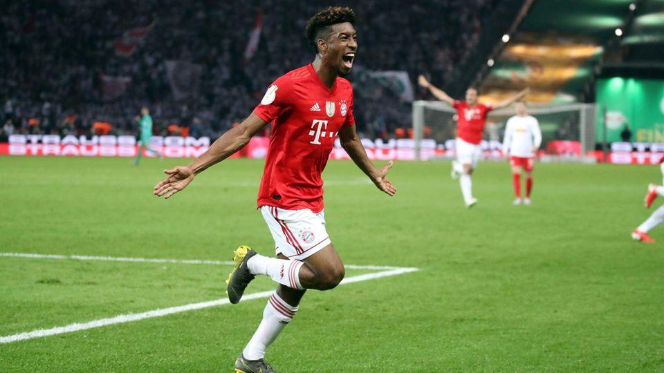 DFB-Pokalfinale: Mama von Bayern-Spieler Coman guckt Spiel in Kneipe