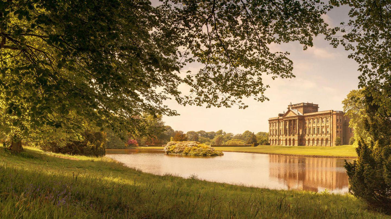 Adlard Rogers kann nun in einem Schloss ähnlich wie diesem leben. Die Abbildung zeigtLyme Hall inCheshire.