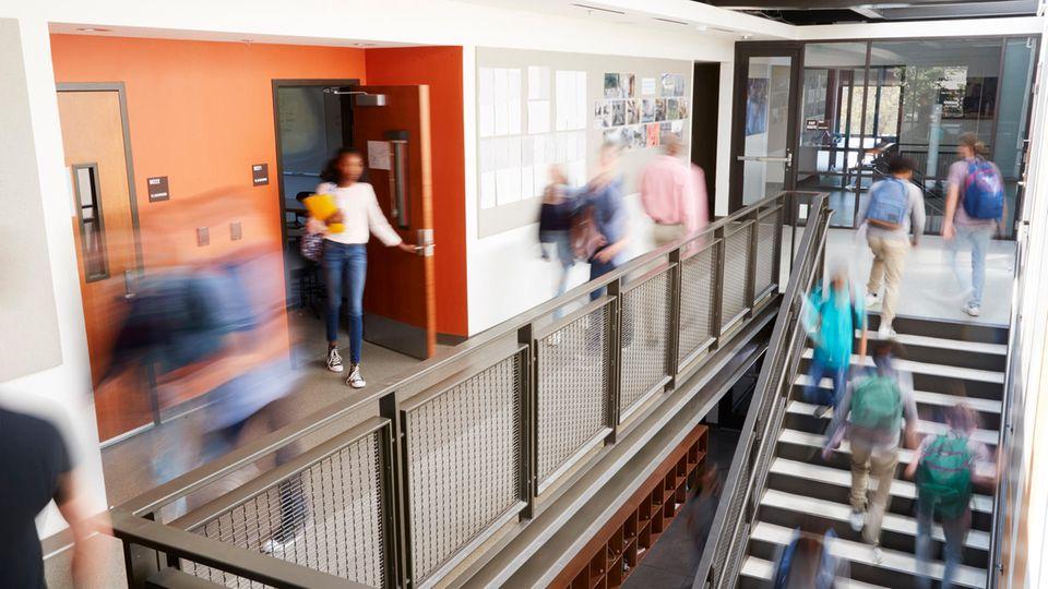 Die Studienkredite versprechen ein sorgloses Studium, die Probleme fangen bei der Rückzahlung an.