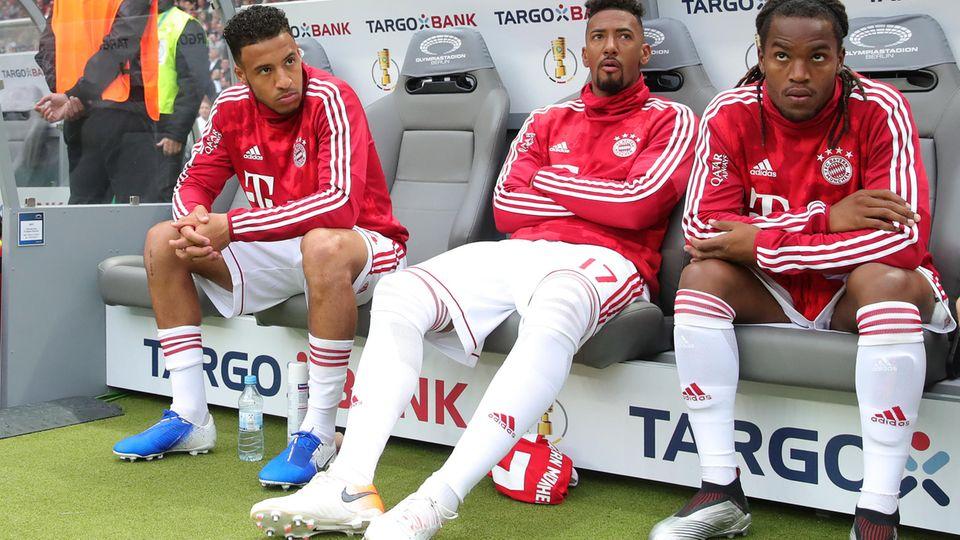 Jerome Boateng auf der Bank des FC Bayern: keine Feierlaune trotz Pokalsieg