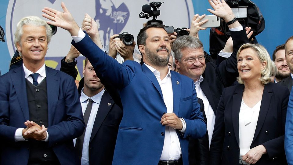Die Rechtspopulisten jubeln: Marine LePen (re.) siegte in Frankreich, Salvini mit seiner Lega (Mitte) in Italien.