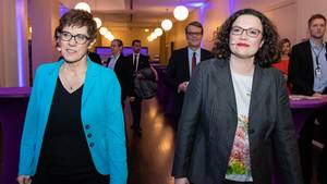 Europawahl: Andrea Nahles (SPD) und Annegret Kramp-Karrenbauer (CDU)