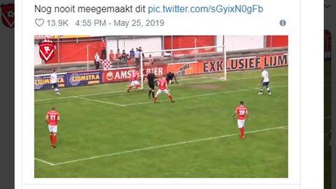 Schiedsrichter in den Niederlanden kickt Ball ins Tor und gibt den Treffer