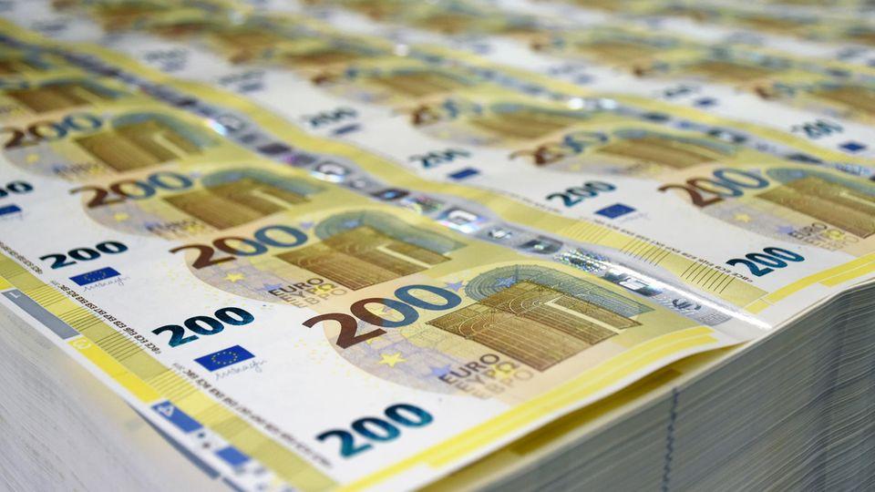 Neue Euro-Scheine da: So sehen Hunderter und Zweihunderter nun aus