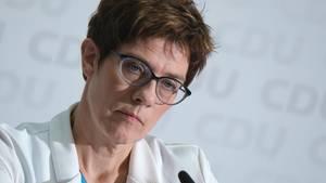 """Muss sich nach Aussagen zur """"Meinungsmache"""" im Netz gegen scharfe Kritik wehren: CDU-Chefin Annegret Kramp-Karrenbauer"""