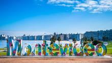 Montevideo, dieHauptstadt Uruguays mit 1,3 Millionen Einwohnern liegt am Wasser