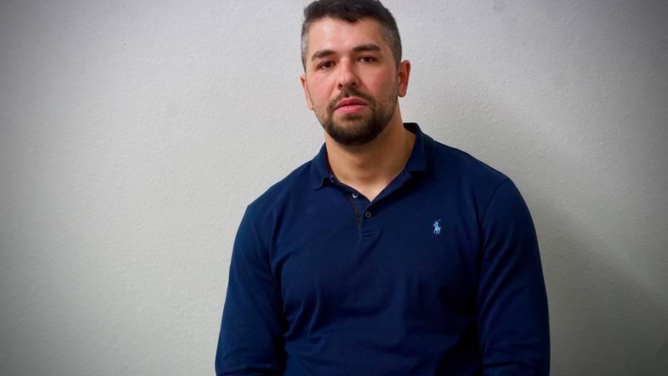 Irfan Peci erzählt im Mono-Podcast über seine islamistische Radikalisierung