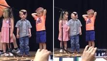 Junge unterbricht Kinderlied für Star-Wars-Song