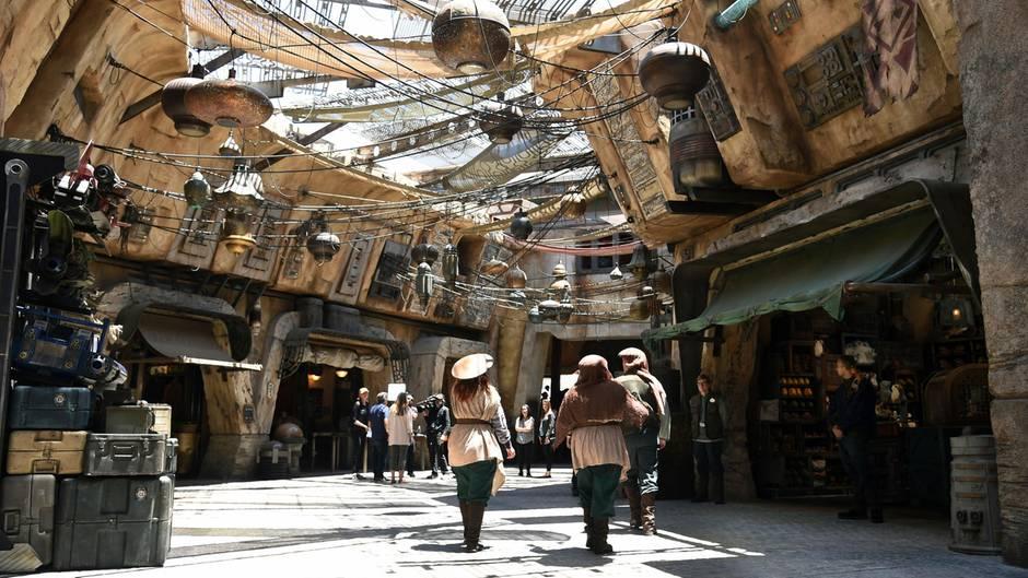 """""""Galaxy Edge"""" in Disneyland: So sieht es in Disneys eine Milliarde Dollar teurer Star-Wars-Welt aus"""