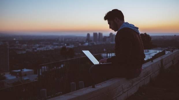Ist es verantwortungslos, wie hemmungslos wir uns den Tech-Großkonzernen unserer Zeit ausliefern?(Symbolbild)