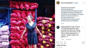 Die Weltreisende Samira auf einem Gemüsemarkt in Bangkok
