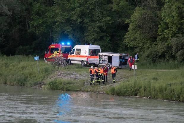 nachrichten aus deutschland rettungskräfte am ufer der alz