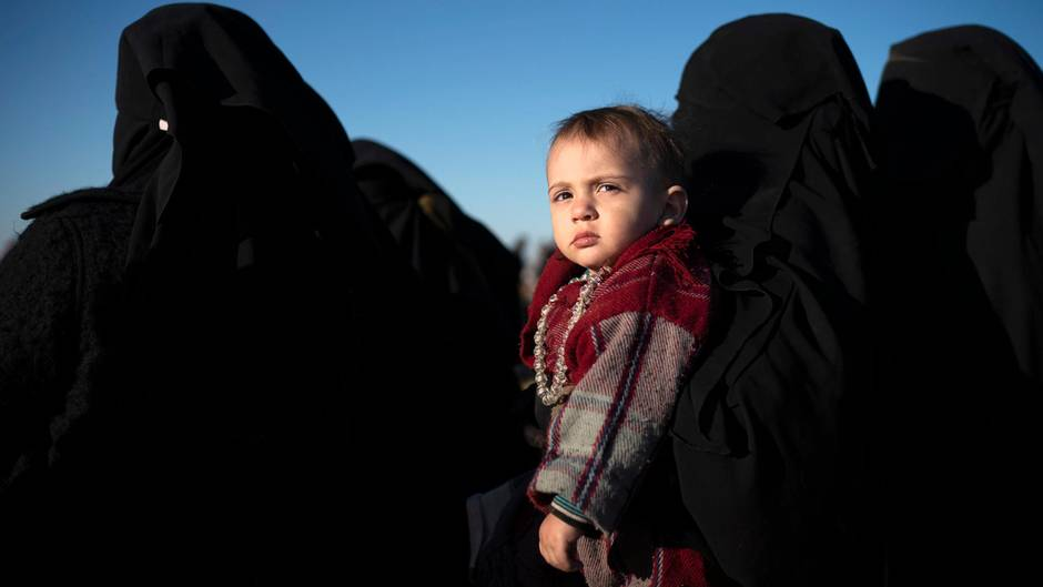 Medien: Regierung will Kinder von IS-Anhängern nach Deutschland holen