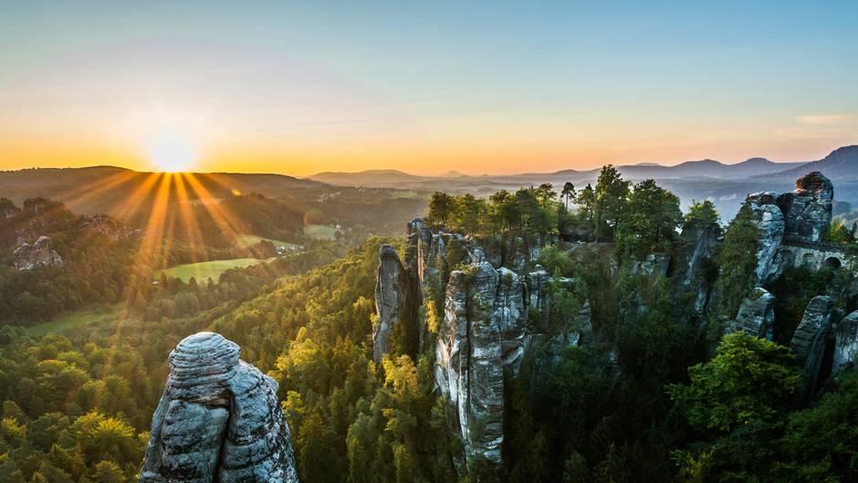 """""""Das Elbsandsteingebirge ist eine der faszinierendsten Landschaften Europas und immer einen Besuch wert.""""  Mehr Fotos vonsiupixxin derVIEW Fotocommunity    Aktionen und Informationen aus der VIEW Fotocommunity aufFacebookoderTwitter"""