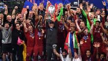 Krönung einesTrainerlebens: Jürgen Klopp stemmt in der Nacht von Madrid den Henkelpott in die Höhe