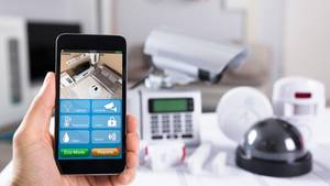 Wer die Wohnung perApp steuern kann, kontrolliert auch den Partner.