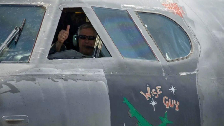 Colonel Robert Burgess bei der geglückten Landung.
