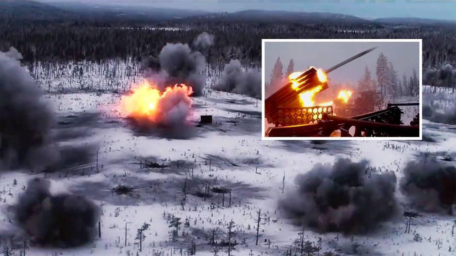 Die Finnische Armee hält eine Artillerie-Übung mit Raketenwerfen ab.