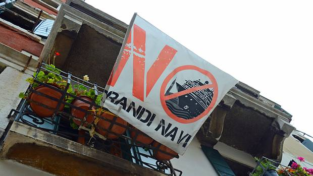 No Grandi Navi: Proteste gegen immer mehr Kreuzfahrtschiffe, die durch den Giudecca-Kanal fahren und mit ihren Wellen die Fundamente der Lagunenstadt bedrohen