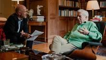 Vargas Llosa stand stern-Korrespondent Jan Christoph Wiechmann in der Bibliothek des verstorbenen Mannes seiner Lebensgefährtin Rede und Antwort, wo der Schriftsteller auch arbeitet