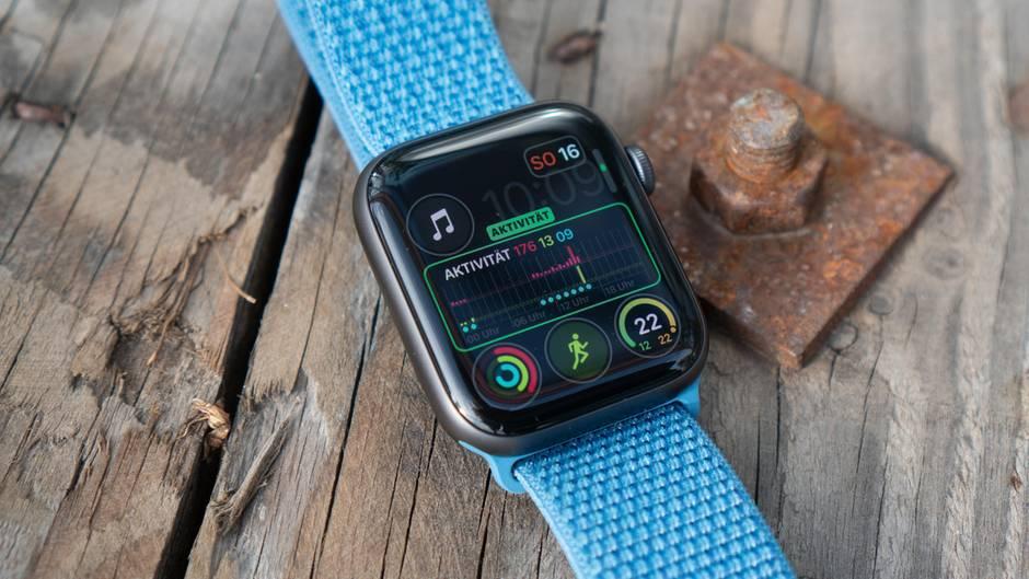 Gesundheits-Geräte wie die Apple Watch könnten eines Tages noch bedeutender sein als das iphone, glaubt Tim Cook.