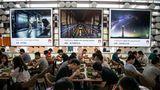 Hinter den Kulissen: Beim Essen bietet Huawei eine beachtliche Vielfalt. Neben westlichen Schnellrestaurants locken Dutzende Küchen mit lokalen Spezialitäten aus den verschiedenen Regionen Chinas.