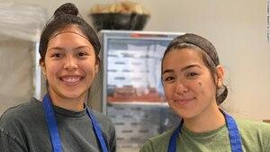 Leanne Carrasco und eine Freundin bei der Pizzaparty für Obdachlose