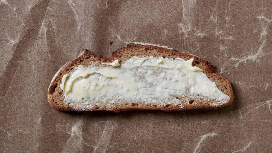 """Frank Stöckel, """"Brot Butter Salz"""", 2017. """"Sie stehen für mich für Wertschätzung"""", sagt Stöckel, """"und diese ist genau wie die Grundnahrungsmittel notwendig, um uns zu ernähren."""" Seine Botschaft: """"Fehlt eines, reicht das andere allein nicht aus! Wertschätzung war immer Thema und bleibt es auch!"""""""