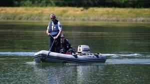 Deutsche und französische Polizisten haben seit Tagen nach den Opfern des Bootsunglücks auf dem Rhein bei Straßburg gesucht