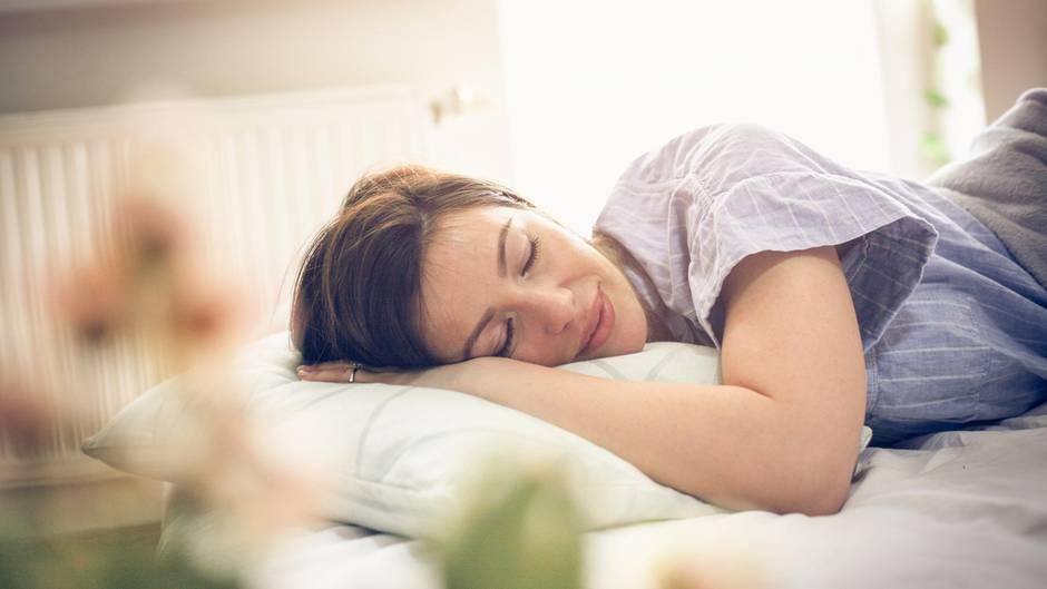 Mit einem Dinkelkissen wird der gesunde Schlaf unterstützt