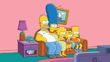 """Ein Bild, das jeder Serienfan kennt: """"Die Simpsons"""" versammelt vor ihrem Fernsehgerät"""