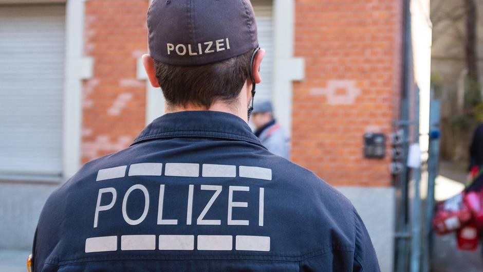 Mehrmals sollen deutsche Polizisten ihren Dienst für private Zwecke missbraucht haben