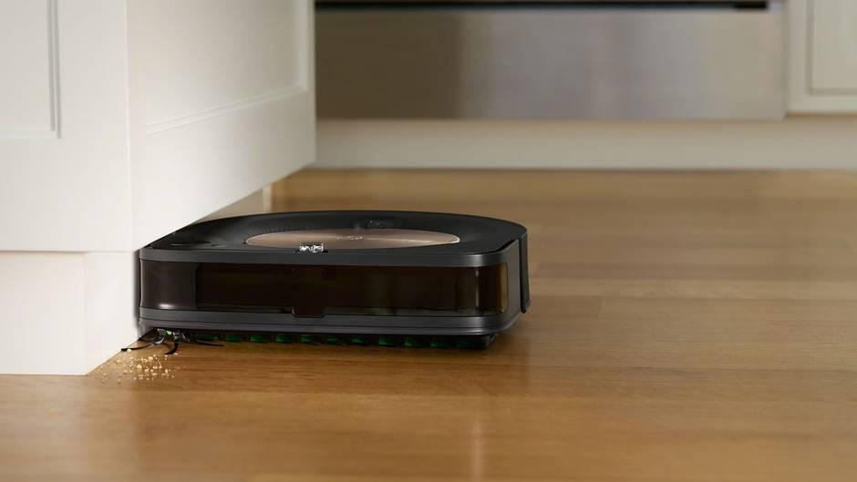 Der neue Roomba s9+ arbeitet alle Ritzen ab.
