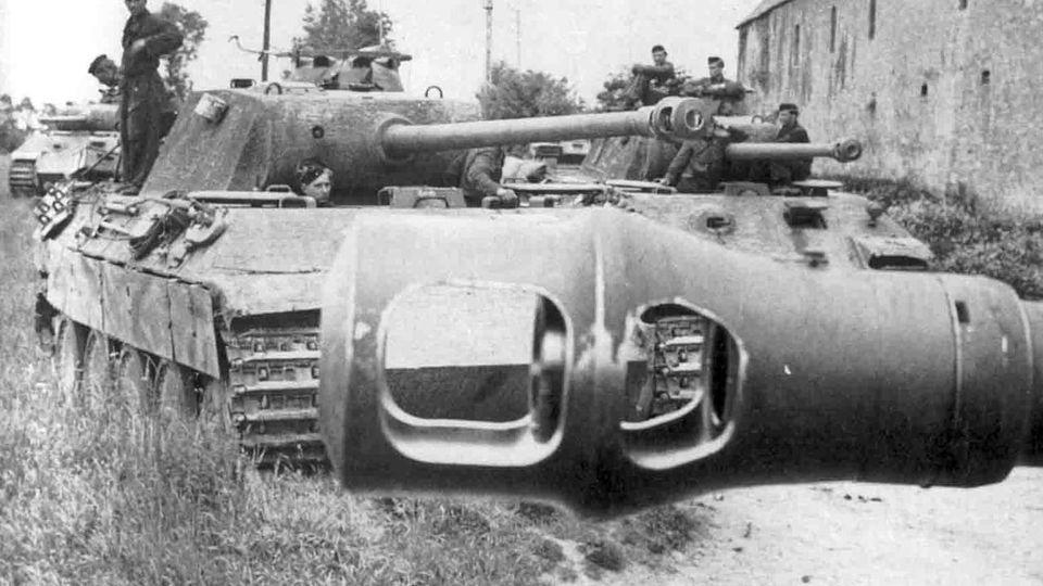 Deutsche Panther Panzer vor dem Einsatz.